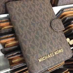 New Authentic Michael Kors Wallet/Passport Case